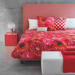 With vibrant reds and pinks, illuminated with touches of gold, the Maiko line blends geometric lines and organic shapes, toping it all off with an eye-catching colour.