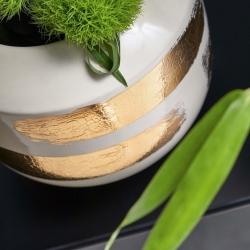 Golden brushstrokes on a white vase. Serenity, luxury, simplicity. All in one creation   #kenzotakada #K3 #furniture #furnituredesign #showroom #designshowroom #design #interiordesign #luxury #style #stylish #stylishinteriors #designersofinsta